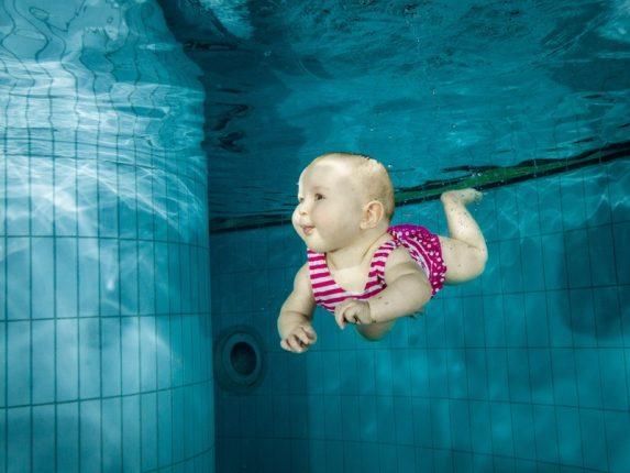 nauka pływania dla niemowląt w Krakowie