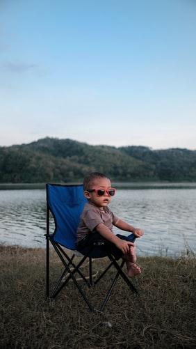 jakie okulary przeciwsłoneczne dla dzieci wybrać