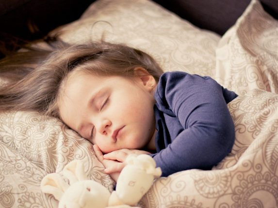 haftowana pościel niemowlęca z misiem z bawełny