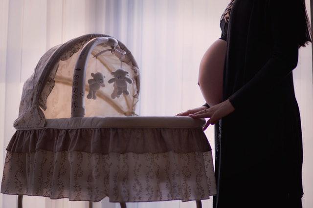 łóżeczko czy kołyska dla niemowlaka